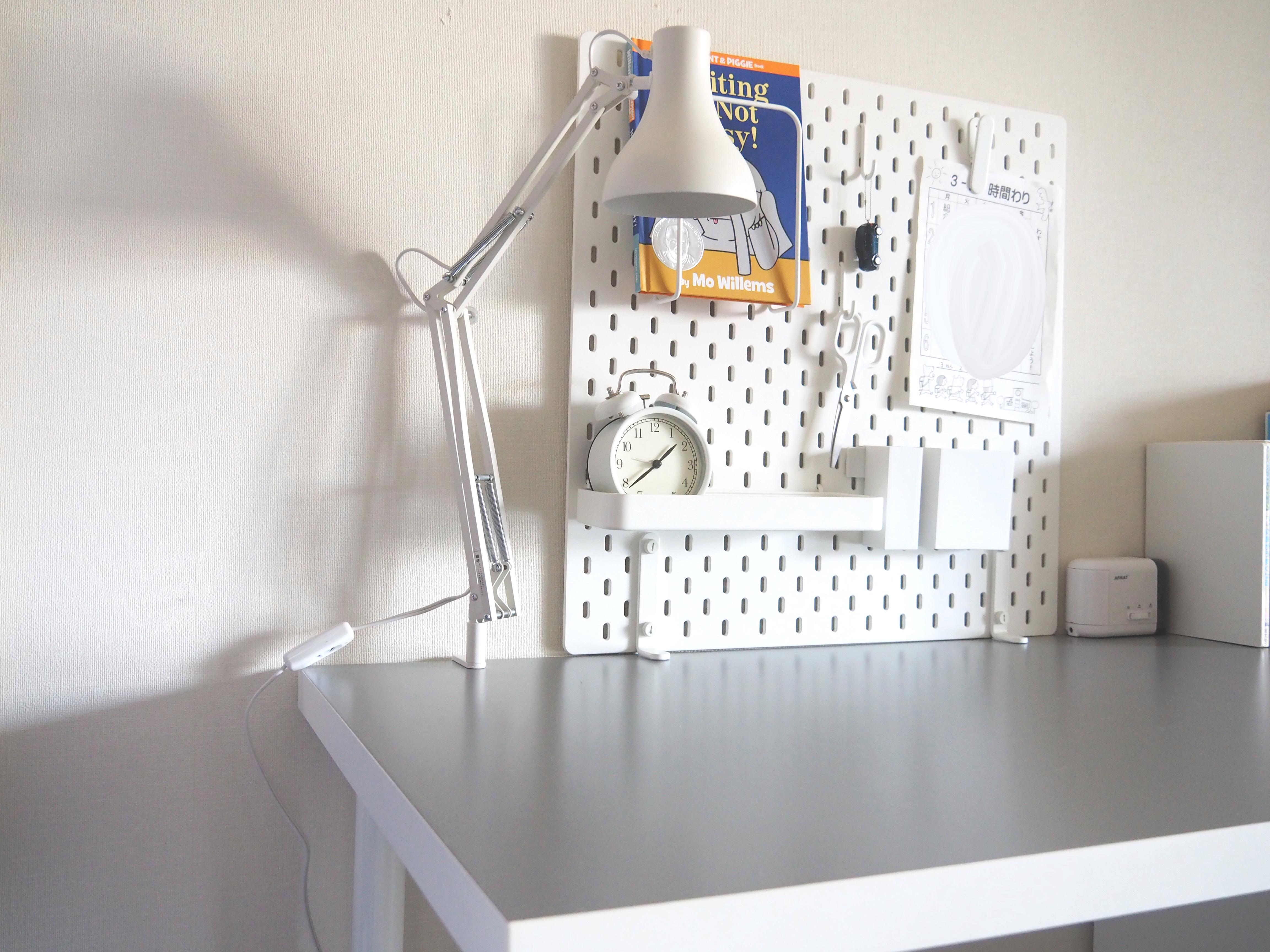 【小学生の学習机】デスクライトと拭き掃除